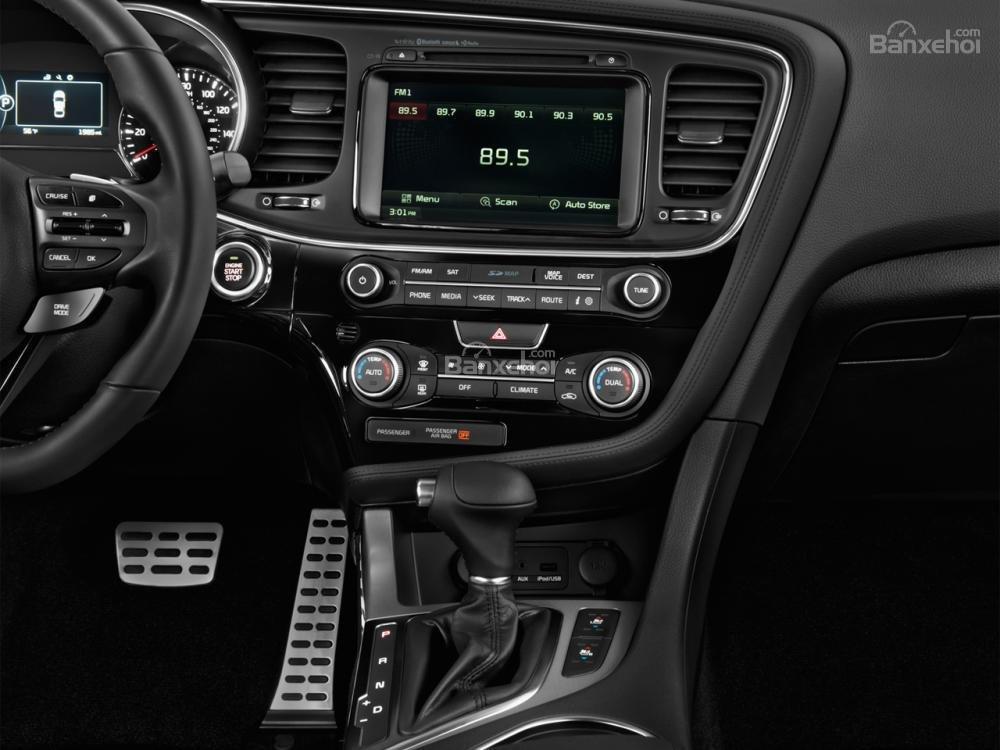 Các chuyên gia đánh giá xe Kia Optima 2015 đánh giá cao việc thiết kế các nút bấm điều chỉnh chức năng của xe.