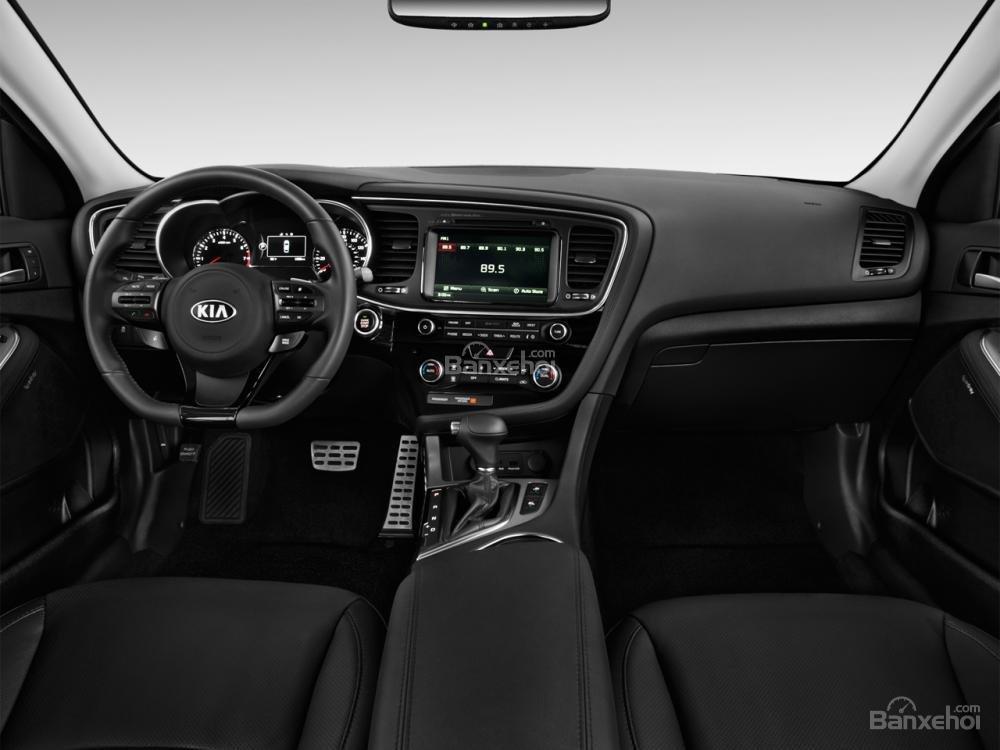 Kia Optima 2016 sở hữu không gian nội thất rộng rãi.