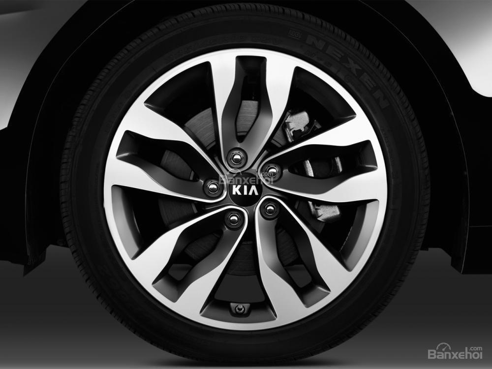 Tùy từng phiên bản khác nhau mà Kia Optima 2016 được trang bị lazang có kích thước khác nhau.