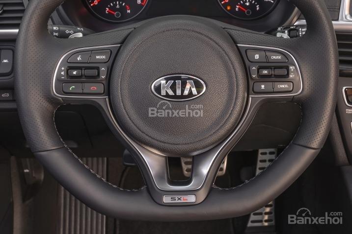 Vô-lăng của Kia Optima 2016.