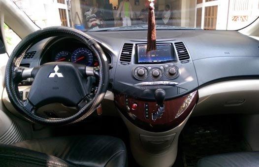 Cần bán gấp Mitsubishi Grandis 2011, màu nâu -3