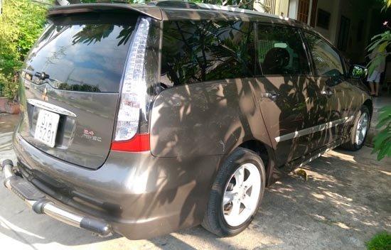Cần bán gấp Mitsubishi Grandis 2011, màu nâu -1