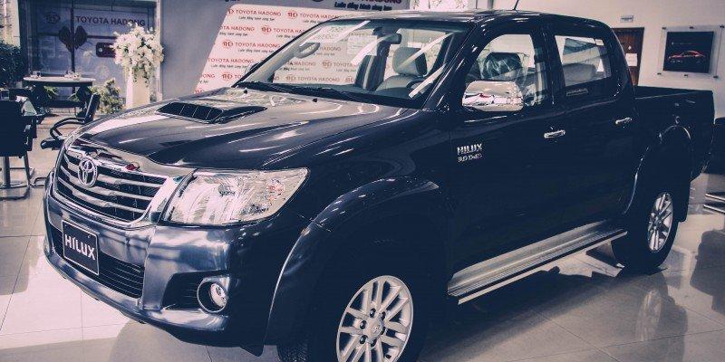 Bán xe Toyota Hilux đời 2015, màu đen, xe nhập, giá 640tr-0