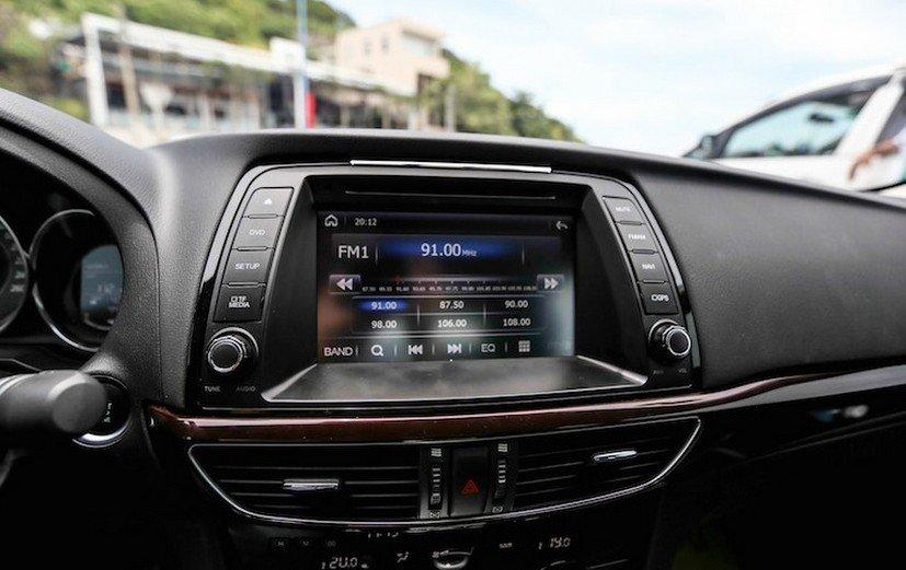 Kia Optima và Mazda6 đều có tính năng giải trí đa dạng, phù hợp với mức giá 2