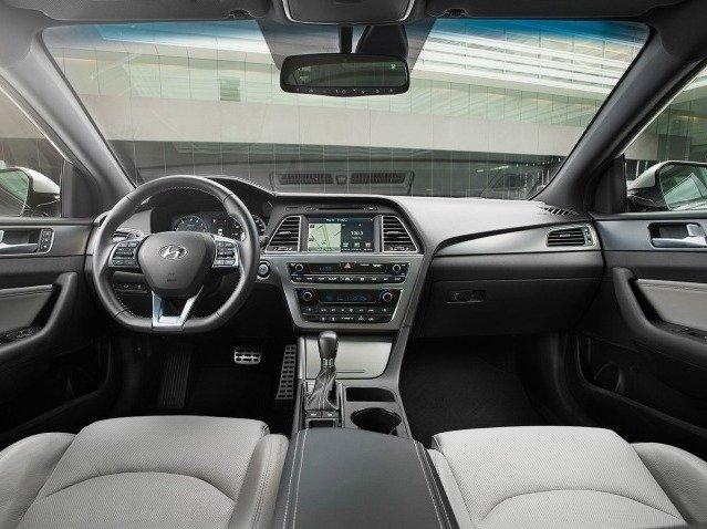 Nội thất của Hyundai Sonata 2015 hiện đại và tinh tế.