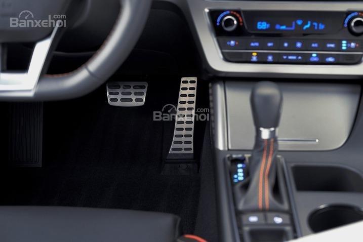Cần gạt số của Hyundai Sonata 2015.