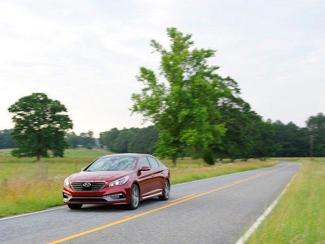 Hyundai Sonata 2015 cho cảm giác lái đầm, chắc.