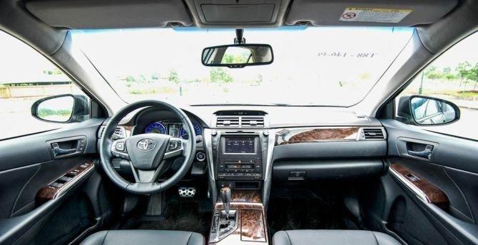 Nội thất của Toyota Camry 2.5Q 2015.