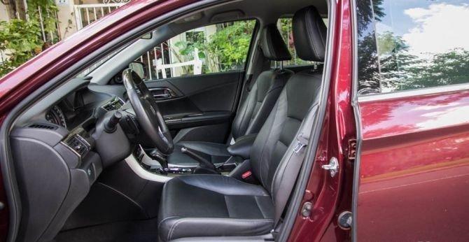 Ghế lái của Honda Accord 2015 chỉnh điện 8 hướng.