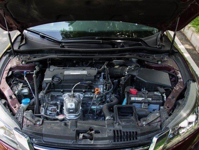 Động cơ của Honda Accord 2015.