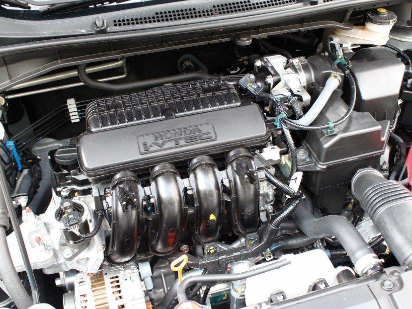 Honda City 2015 nhỉnh hơn Mazda 2 2015 khoảng 11 mã lực về công suất và 4 Nm về mô-men xoắn.