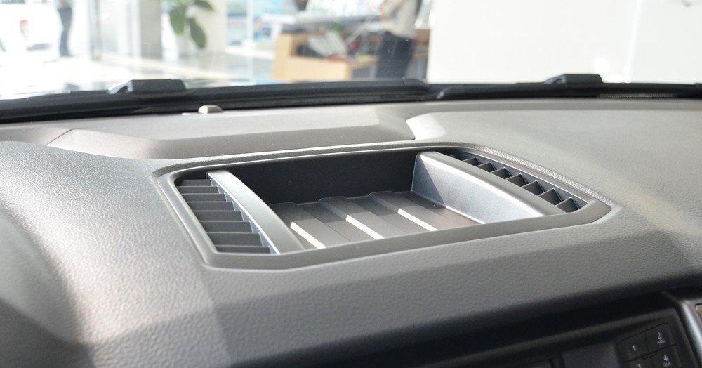 hộc chứa đồ trên Ford Ranger XLT.