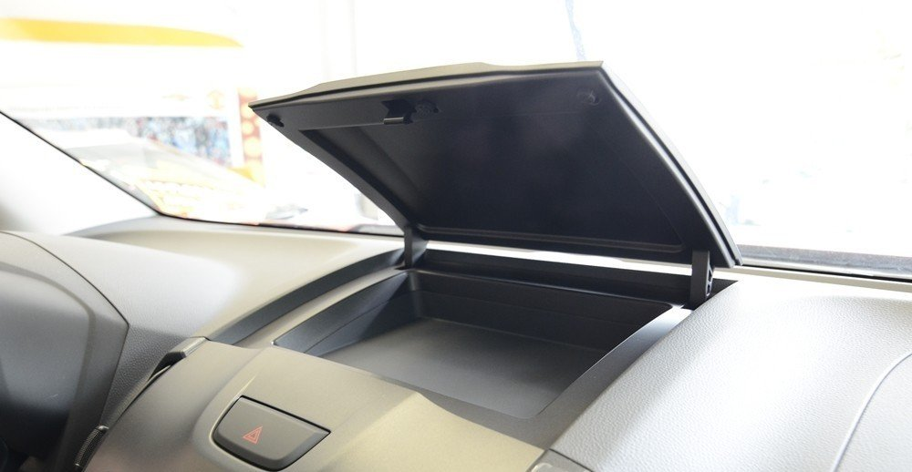 Hộc chứa đồ trên Chevrolet Colorado LTZ.