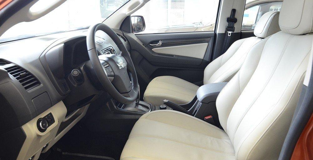 Ghế ngồi hàng trước của Chevrolet Colorado 2015.
