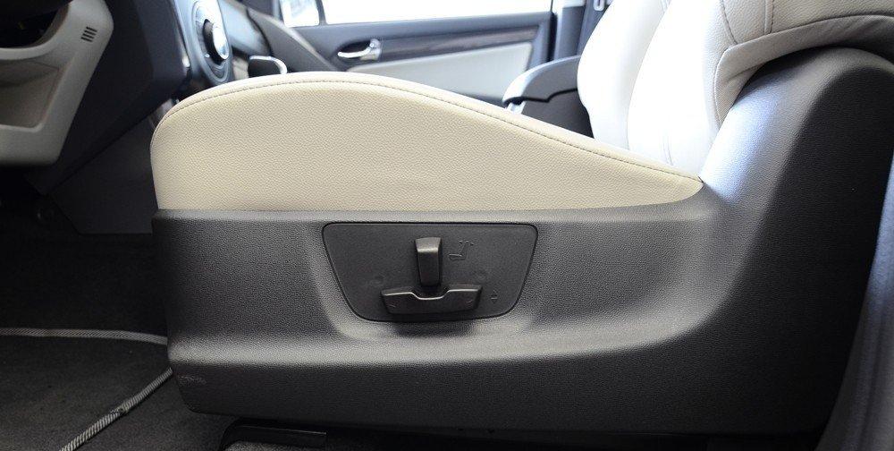 Chỉnh tay ghế ngồi của Chevrolet Colorado 2015.
