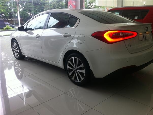 Cần bán xe Kia K3 đời 2015, màu trắng, giá 678tr-0