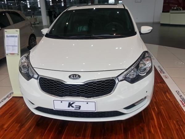 Cần bán xe Kia K3 đời 2015, màu trắng, giá 678tr-6
