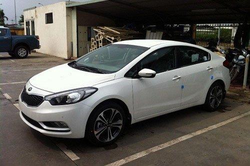 Cần bán xe Kia K3 đời 2015, màu trắng, giá 678tr-4
