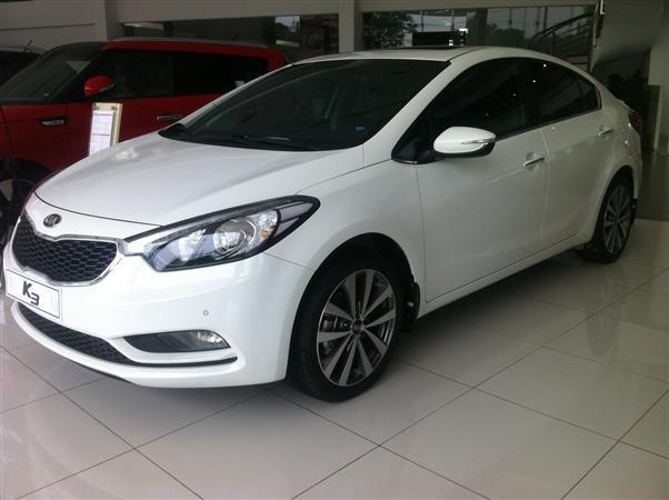 Cần bán xe Kia K3 đời 2015, màu trắng, giá 678tr-2