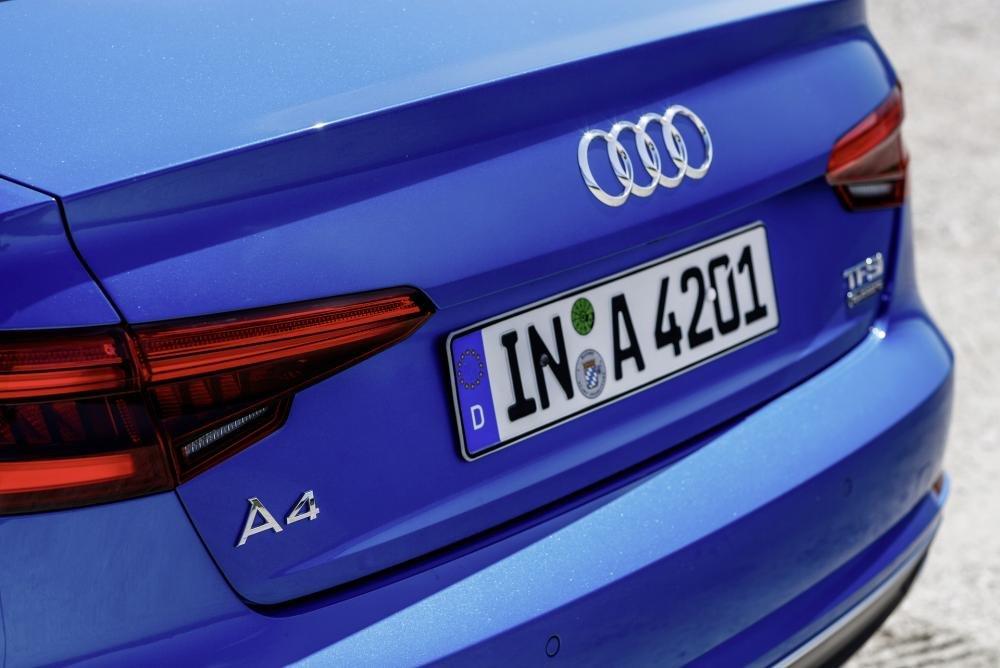 Đánh giá phía sau xe Audi A4 2017