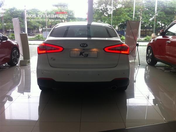 Cần bán xe Kia K3 đời 2015, màu trắng, giá 678tr-3
