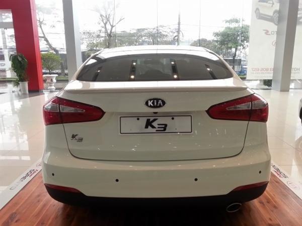Cần bán xe Kia K3 đời 2015, màu trắng, giá 678tr-7