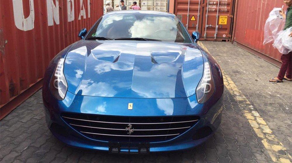 Siêu xe mui trần Ferrari California T 2015 đầu tiên đã có mặt tại Việt Nam 1