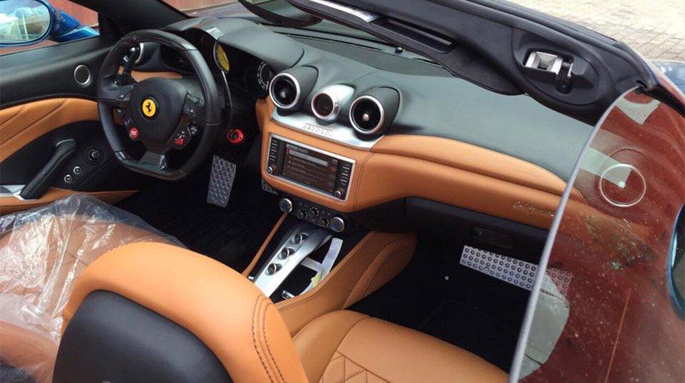 Nội thất xe nổi bật với màn hình cảm ứng 6,5 inch 1
