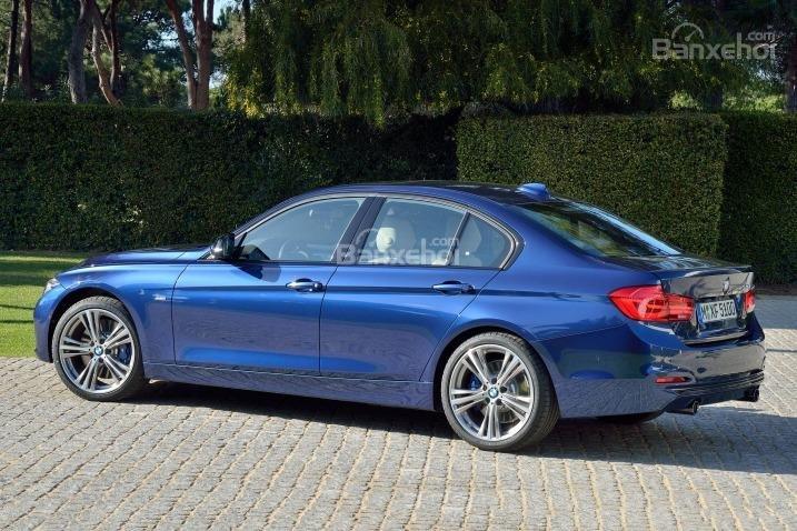Thân xe BMW 3 Series 2016 không có nhiều thay đổi so với người tiền nhiệm.
