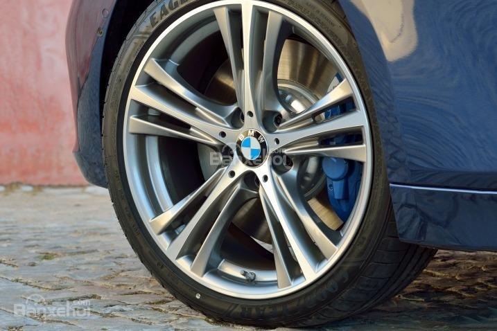 Mâm xe 19 inch là trang bị tùy chọn của BMW 3-Series 2016.