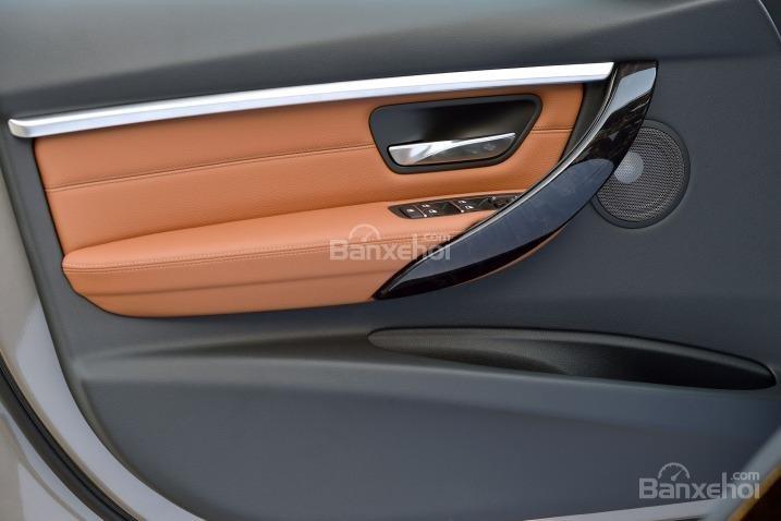 Các chuyên gia đánh giá xe BMW 3 Series 2016 đánh giá cao về chất lượng chất liệu sử dụng trong cabin xe 2.