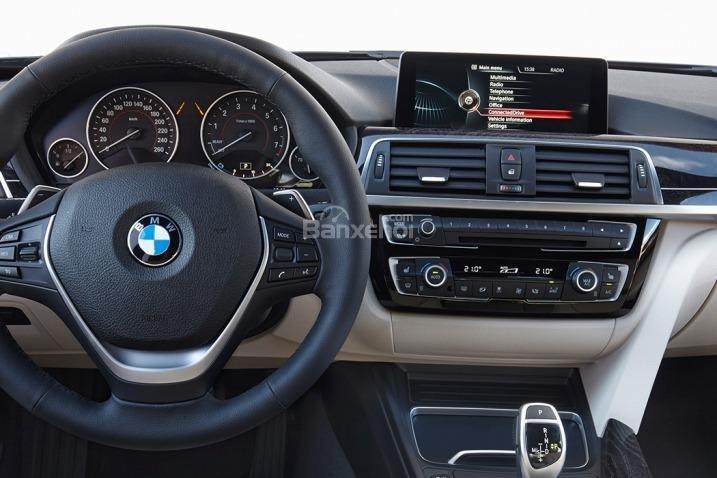 Các chuyên gia đánh giá xe BMW 3 Series 2016 đánh giá cao về chất lượng chất liệu sử dụng trong cabin xe 3.