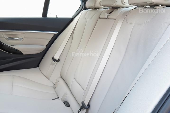 Đánh giá xe BMW 3-Series 2016: ghế ngồi thể thao cho cảm giác thoải mái.