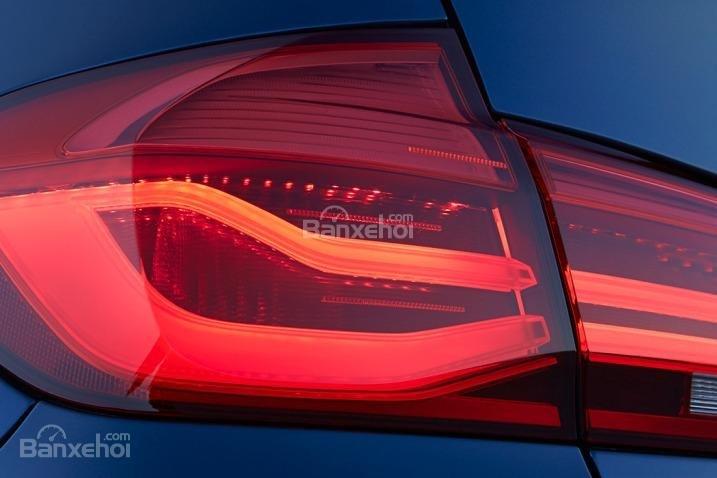 Đánh giá xe BMW 3-Series 2016: Đèn hậu full-led.