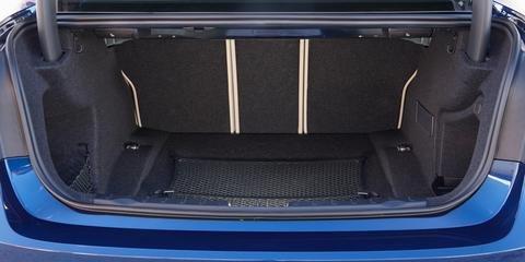 Phiên bản sedan của BMW 3 Series 2016 có không gian khoang hành lý ở mức trung bình