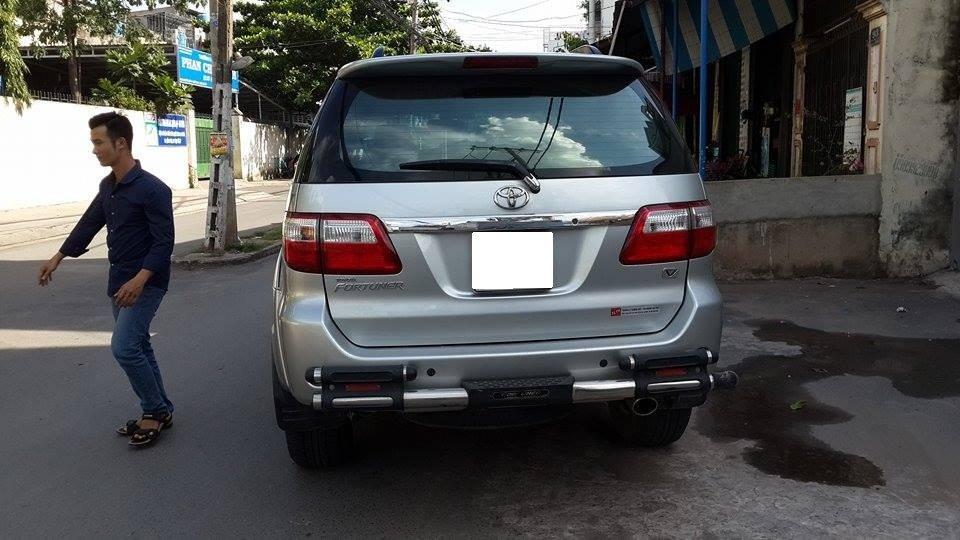 Gia đình cần bán Toyota Fortuner V 2012 phiên bản 2 cầu màu ghi bạc-9