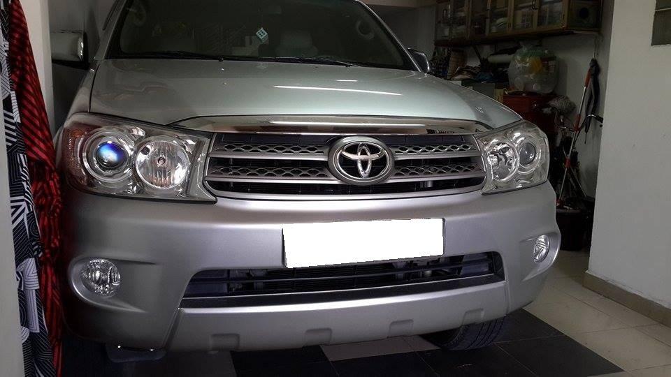 Gia đình cần bán Toyota Fortuner V 2012 phiên bản 2 cầu màu ghi bạc-1