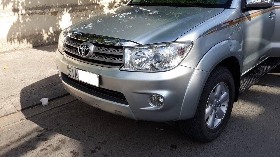 Gia đình cần bán Toyota Fortuner V 2012 phiên bản 2 cầu màu ghi bạc-3