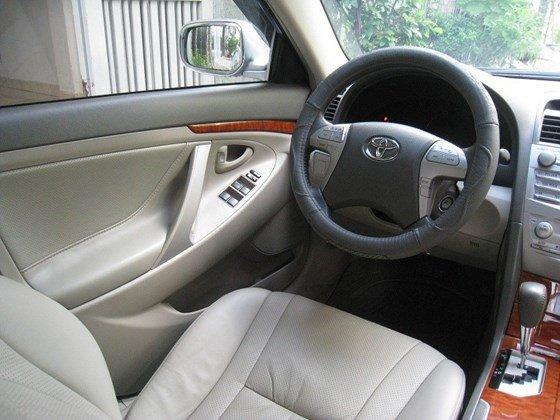 Gia đình bán Toyota Camry 2.4L SX cuối 2012 màu bạc nội thất màu da kem rất đẹp-2
