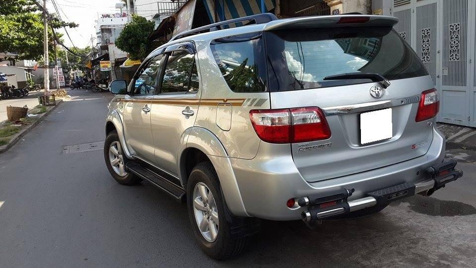 Gia đình cần bán Toyota Fortuner V 2012 phiên bản 2 cầu màu ghi bạc-2