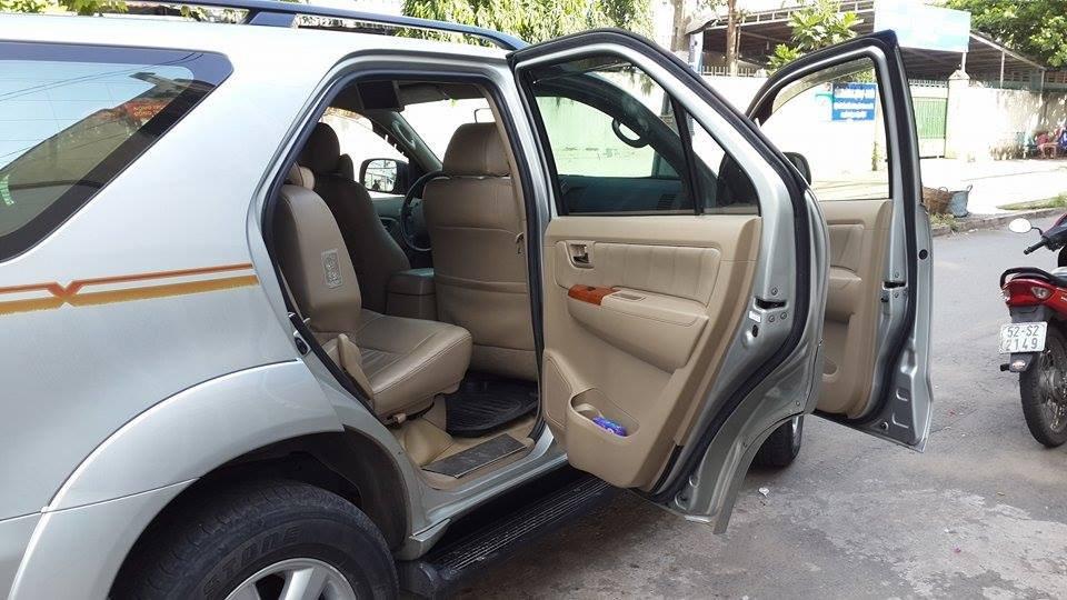 Gia đình cần bán Toyota Fortuner V 2012 phiên bản 2 cầu màu ghi bạc-6