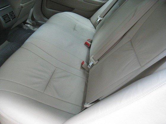 Gia đình bán Toyota Camry 2.4L SX cuối 2012 màu bạc nội thất màu da kem rất đẹp-14