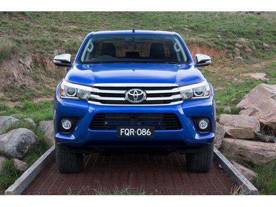 Bán xe ô tô Toyota Hilux giảm giá 10 triệu PK + 7 món-0