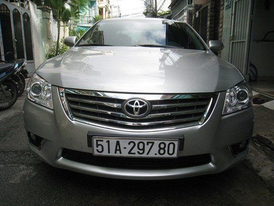 Gia đình bán Toyota Camry 2.4L SX cuối 2012 màu bạc nội thất màu da kem rất đẹp-0