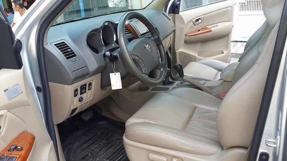 Gia đình cần bán Toyota Fortuner V 2012 phiên bản 2 cầu màu ghi bạc-7