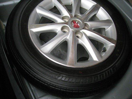 Gia đình bán Toyota Camry 2.4L SX cuối 2012 màu bạc nội thất màu da kem rất đẹp-16