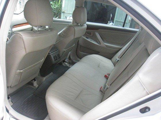 Gia đình bán Toyota Camry 2.4L SX cuối 2012 màu bạc nội thất màu da kem rất đẹp-7