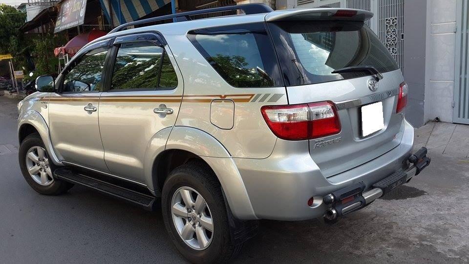 Gia đình cần bán Toyota Fortuner V 2012 phiên bản 2 cầu màu ghi bạc-4