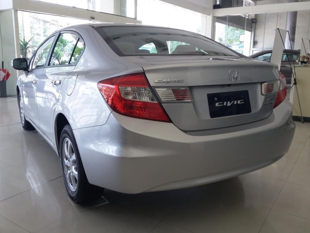 Cần bán xe Honda Civic đời 2015, màu bạc, giá cực tốt-3
