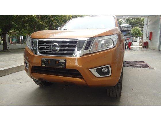 Bán Nissan Navara NP300 2015 màu cam, nhập khẩu nguyên chiếc từ Thái Lan cần bán-0